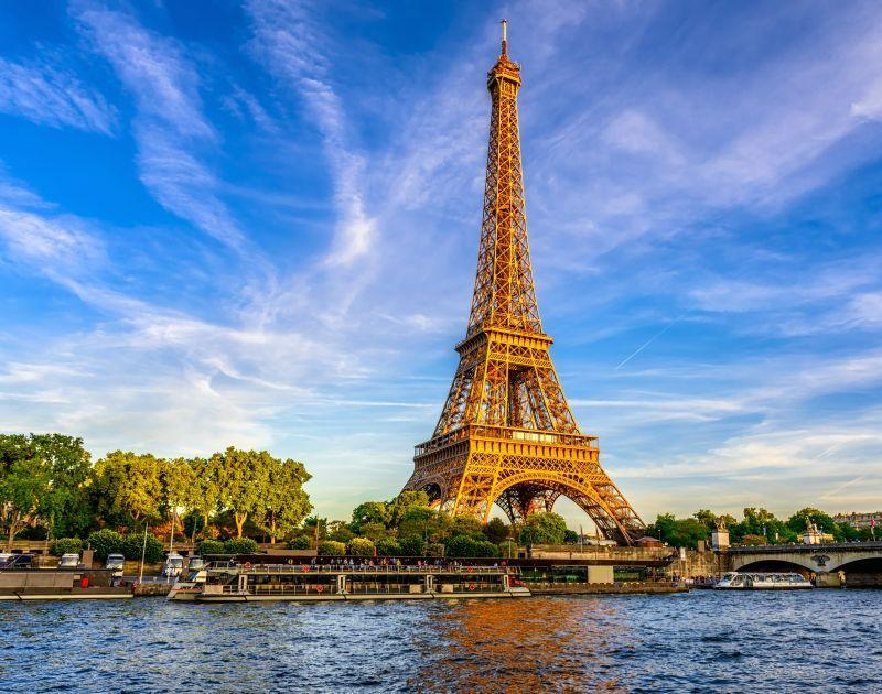 Eiffeltower and river view