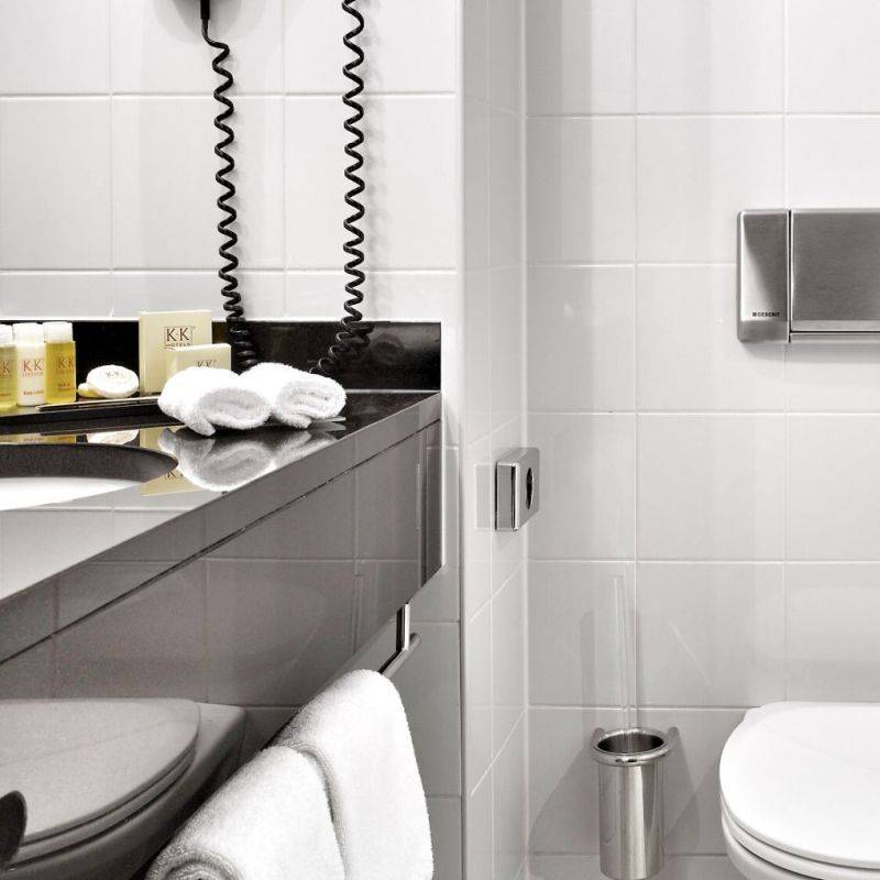 K+K Hotel George Kensington, London Classic Double Room Bathroom