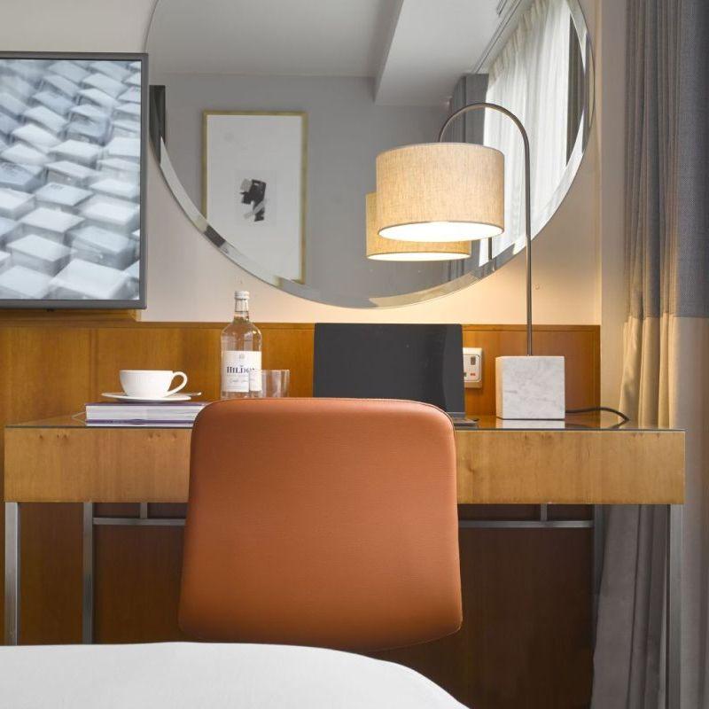 K+K Hotel George Kensington, London Classic Double Room Mirror View