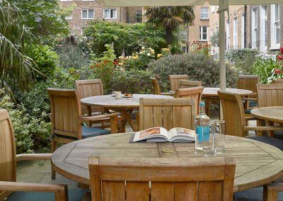 K+K Hotel George Kensington, London Garden with tables