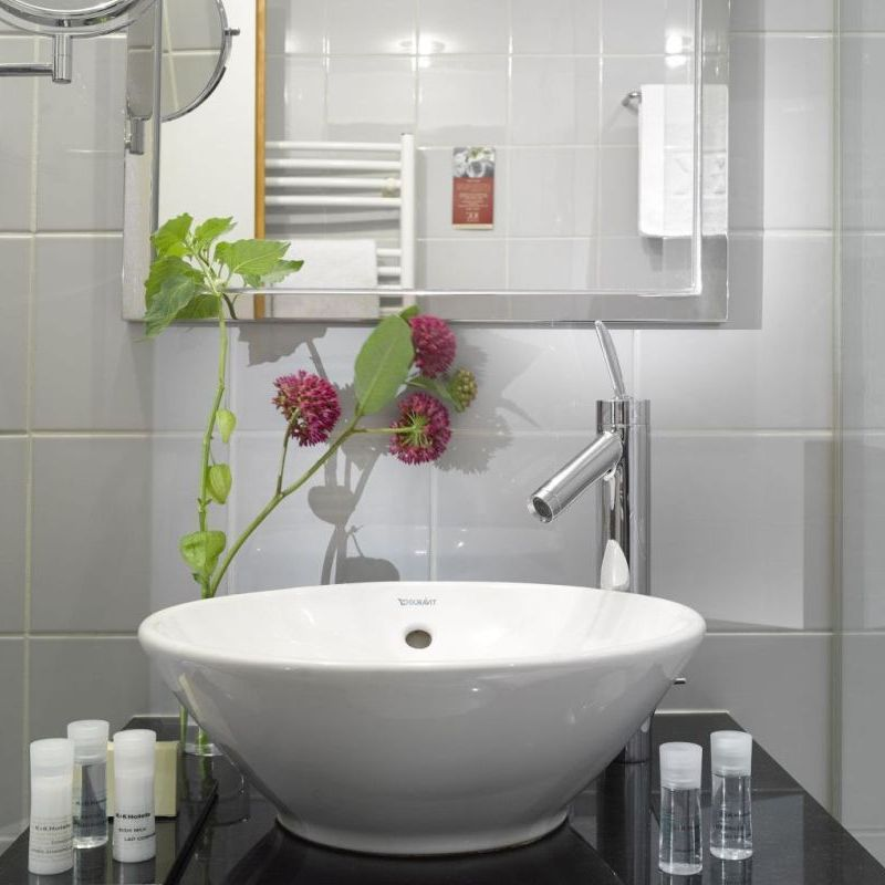 K+K Palais Hotel, Vienna Classic Double Room Bathroom