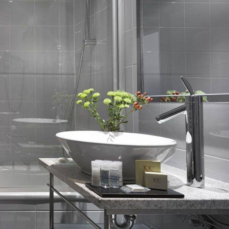 K+K Palais Hotel, Vienna Executive Room Bathroom