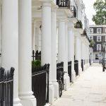 Weiße Zwerghäuser in London