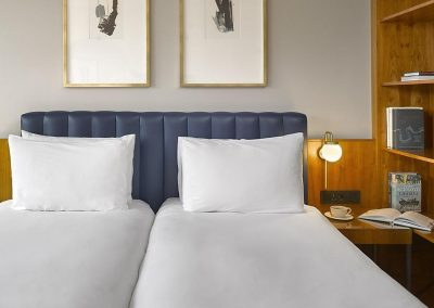 K+K Hotel George Kensington London Zimmer mit King Bett