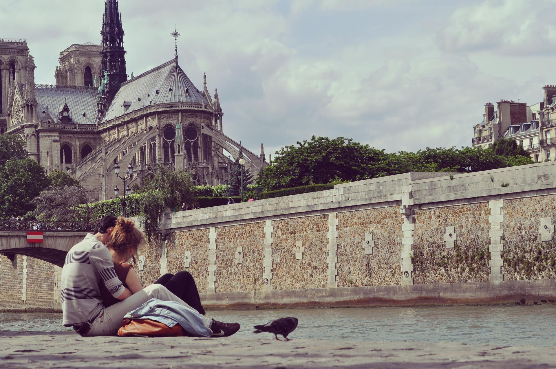Couple in paris